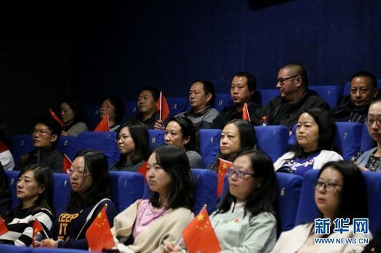 电影《为国而歌》观影现场。