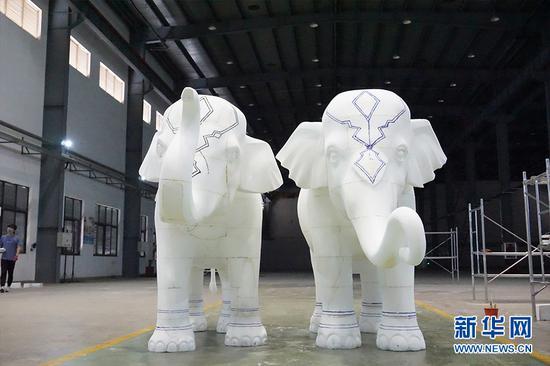 图为初见形状的泡沫小象。供图 新华网发