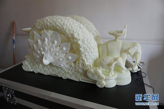 图为3D打印出来的云南彩车模型小样。供图 新华网发