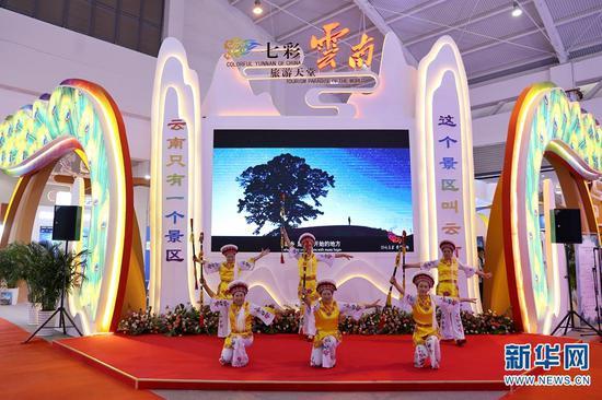 图为云南展区的民族歌舞表演。