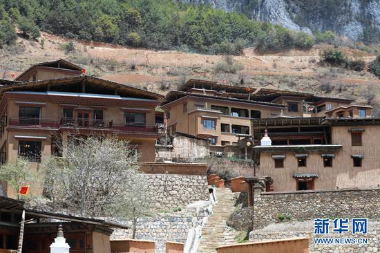 巴拉村建筑。(新华摄影)