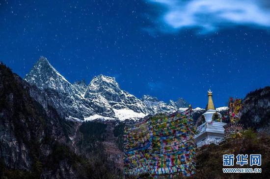 遥望雪山。(景区供图)