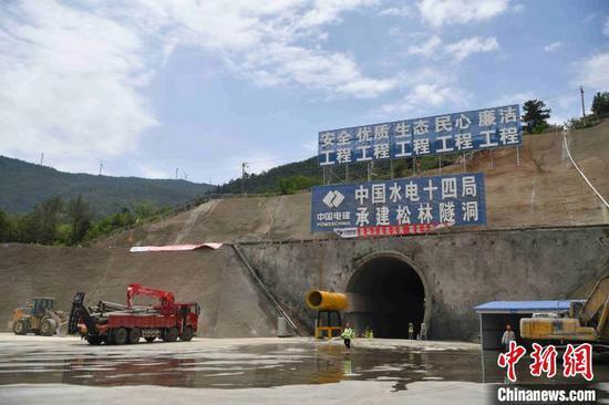 图为中国水电十四局承建滇中引水工程松林隧洞。 刘冉阳 摄