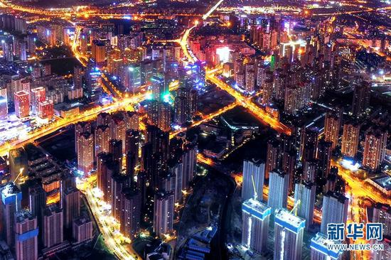图为航拍视角下的昆明夜景(摄于6月1日)。新华网发(崔永江 摄)