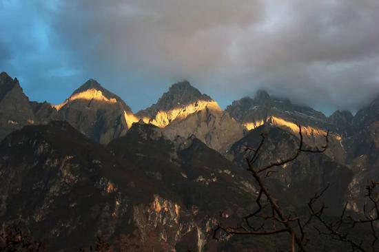 玉龙雪山夕照也是不可错过的美景。