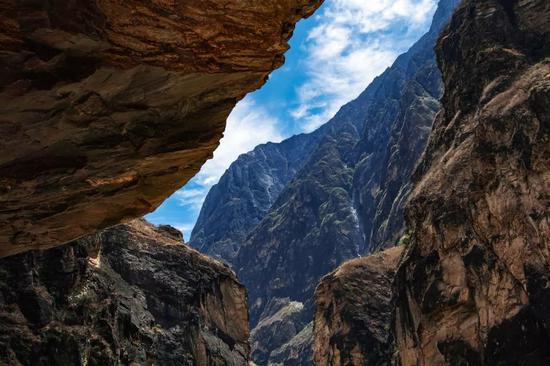 中虎跳峡谷。摄影:感冒发烧