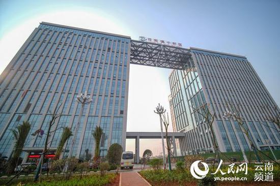 滇中新区管委会办公楼。(供图)