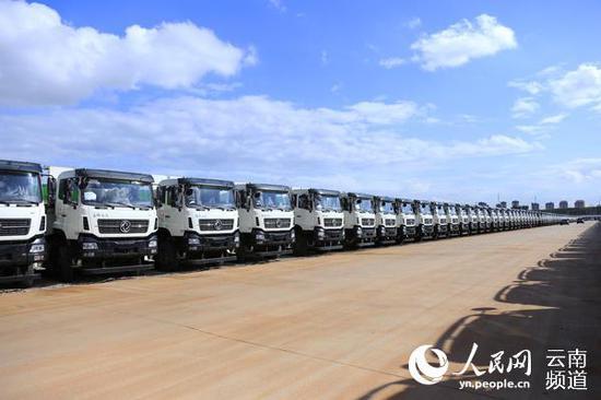 杨林经开区汽车产业园内生产的汽车。(人民网 符皓 摄)