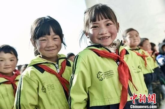 """未来,捷豹路虎会继续和陈校长一起,做改变乡村教育的一束""""微光"""""""