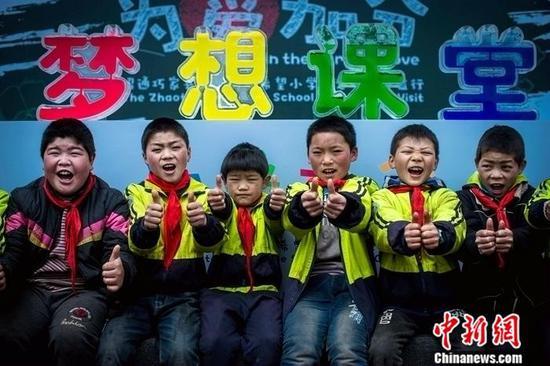 """2016年9月,捷豹路虎联合""""为中国而教"""",启动""""梦想课堂""""项目,旨在改善学校的教学质量"""