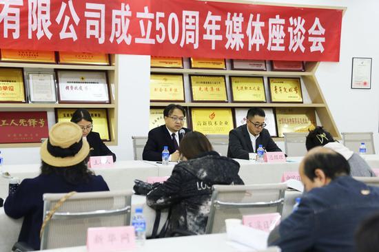 云南玉药举办成立50周年媒体座谈会(12月10日摄)。