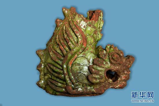 这是出土的釉陶鸱吻。(云南省文物考古研究所供图)