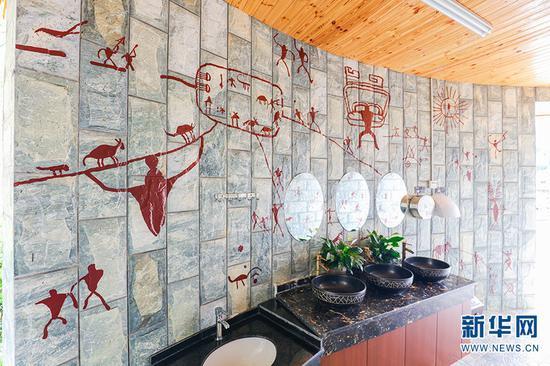 临沧葫芦小镇旅游厕所内部装饰。新华网发(云南省文化和旅游厅 供图)