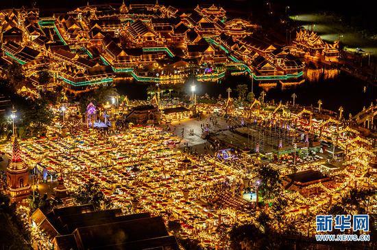 西双版纳告庄西双景湄公河·星光夜市。新华网发(供图)