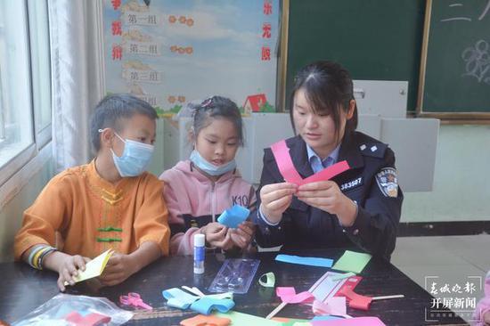 """""""三·八""""妇女节前夕,瑞丽边检站民警收到一封特殊的救助信"""
