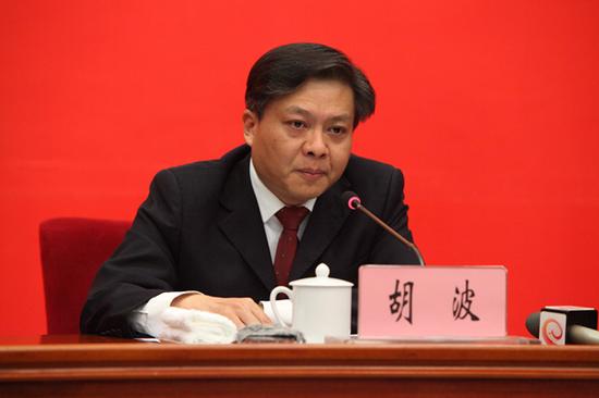 (云南省农业农村厅党组成员、副厅长、新闻发言人胡波发布新闻 赵嘉摄影)