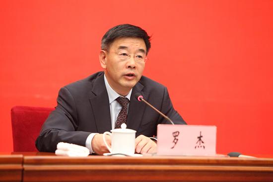 中共云南省委宣传部常务副部长、新闻发言人罗杰发布新闻(记者 赵嘉 摄影)