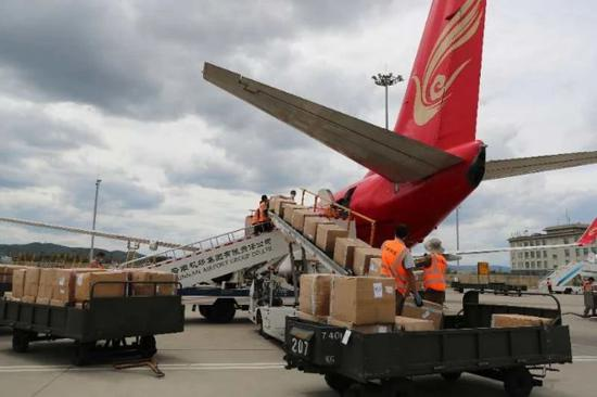 昆明航空B738机型改装后执飞的国际货运航班