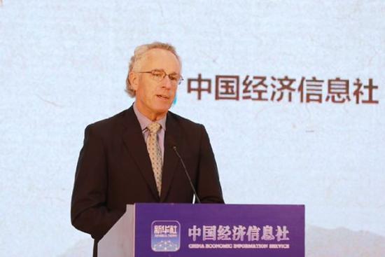 图为咖啡品质学会顾问Thomas Jackson Mitchell在新华·云南(普洱)咖啡价格指数发布会上发言