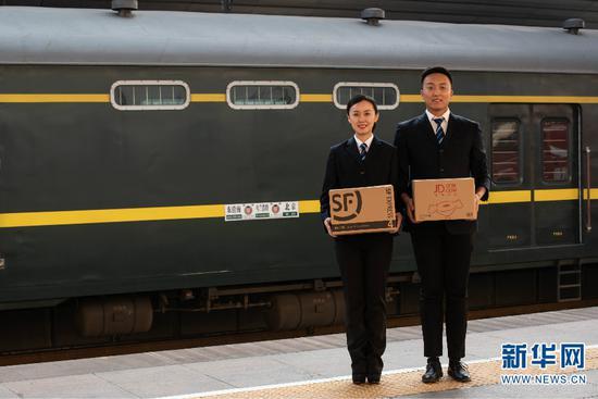 """今年""""双十一""""期间,中国铁路昆明局集团与中铁快运昆明分公司将继续发挥高铁快运优势,积极投身电商黄金周运输。(供图)"""