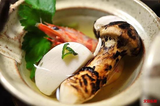 7、8月暑假,想吃上一口最鲜的松茸,就买好机票,来香格里拉尝鲜吧!