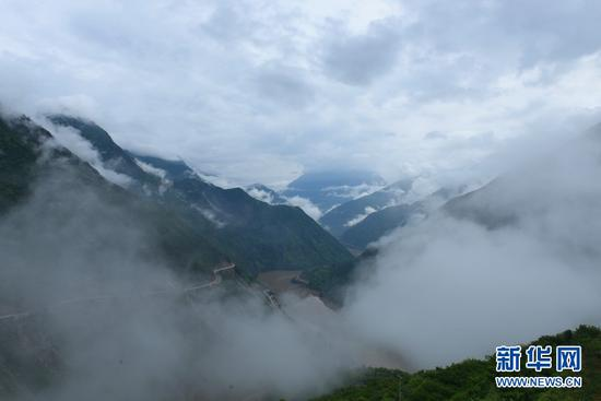 图为金沙江河谷美景。新华网 李宁 摄