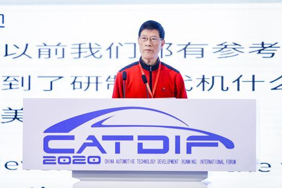 原航空工业集团公司沈阳飞机设计研究所副所长施荣明