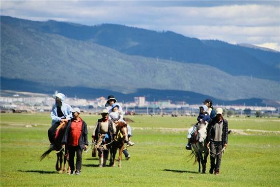暑假到纳帕海骑骑马 吹吹风吧 感受来自香格里拉的清凉