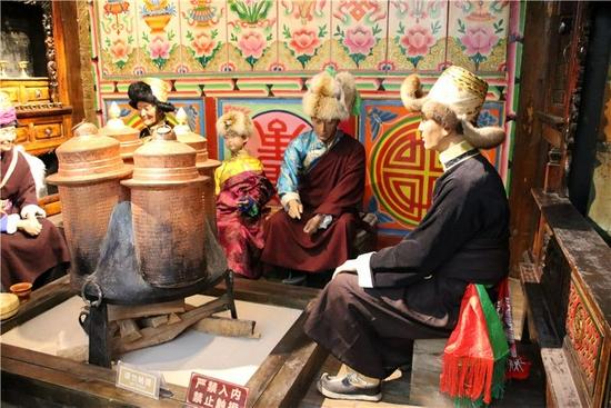 幻彩霓裳 到迪庆州博物馆享受民族服饰文化盛宴