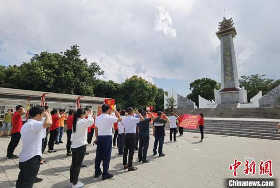 图为西双版纳解放纪念碑。 中新社记者 罗婕 摄