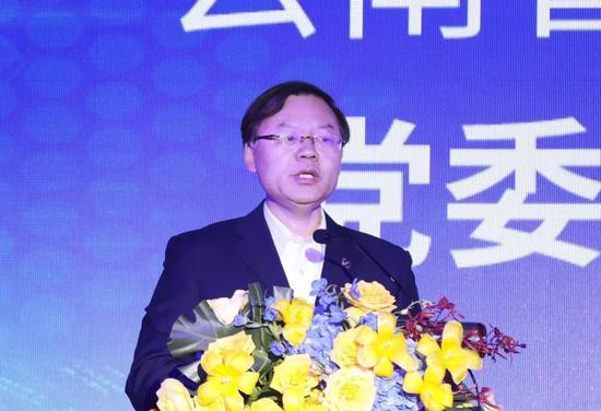 图为云投集团党委书记、董事长邱录军