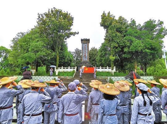 6月2日,省人社厅在威信县扎西镇开展学习活动。