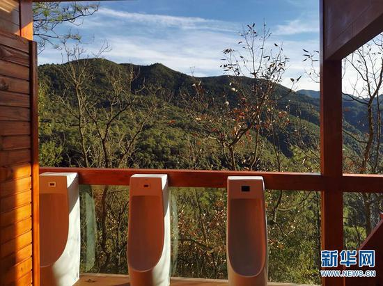 昆明安宁青龙峡景区5D玻璃桥旁旅游厕所内景。新华网发(云南省文化和旅游厅 供图)