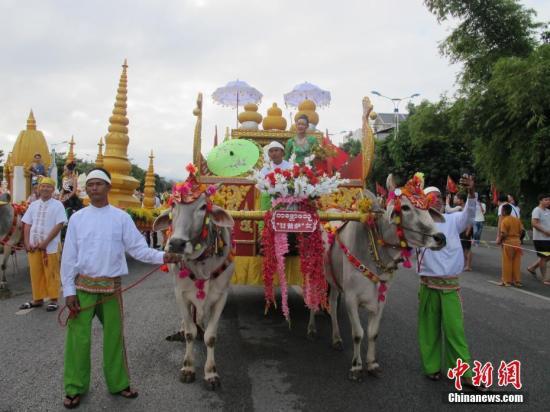 资料图:第十七届中缅胞波狂欢节在云南德宏州瑞丽市盛大开幕。中新社记者 陈静 摄