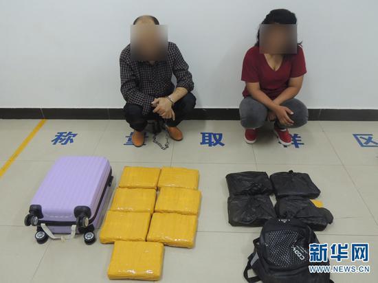 图为孟连边防大队抓获的毒品案件犯罪嫌疑人。(供图)