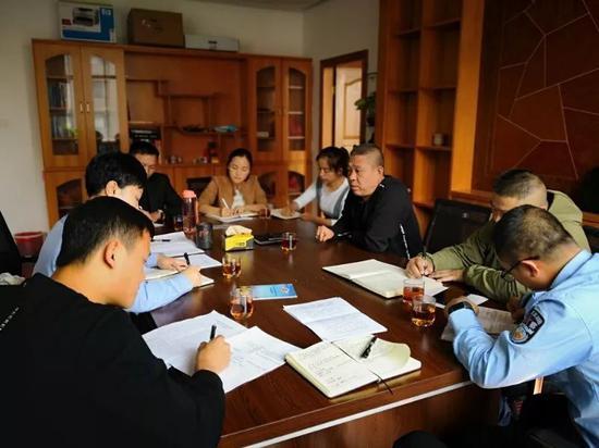 建水县副县长、公安局党委书记、局长赵云龙同志及县局扫黑办主要领导等陪同检查