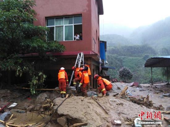 资料图:云南金平泥石流灾害。文/胡远航 金平消防供图
