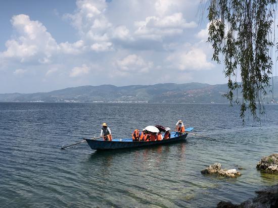 抚仙湖孕育了一代又一代澄江人。新华网 柴静 摄