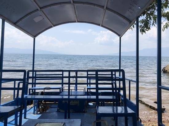 抚仙湖保持着Ⅰ类水质。新华网 柴静 摄