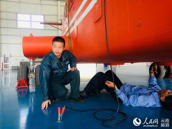 空中机械师暨纯洁。人民网程浩摄
