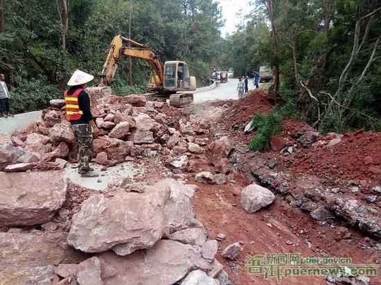竹箐至县城道路养护