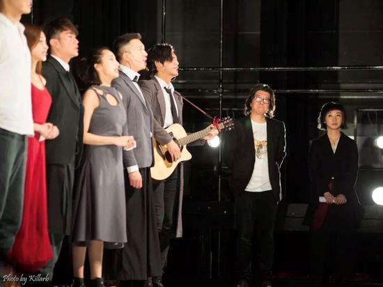 《恋爱的犀牛》2500场演出 孟京辉与廖一梅在舞台一侧