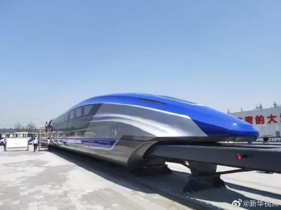 时速可达600km/h的高速磁悬浮列车/图片据新华视点