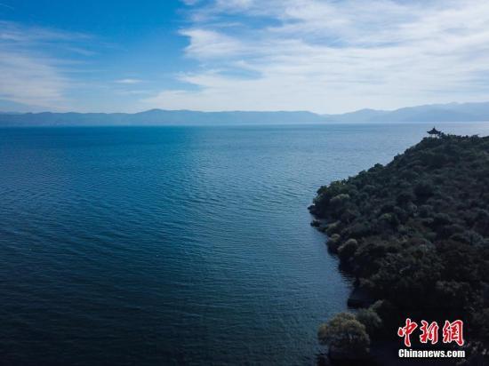 资料图:云南玉溪抚仙湖。中新社记者 任东 摄