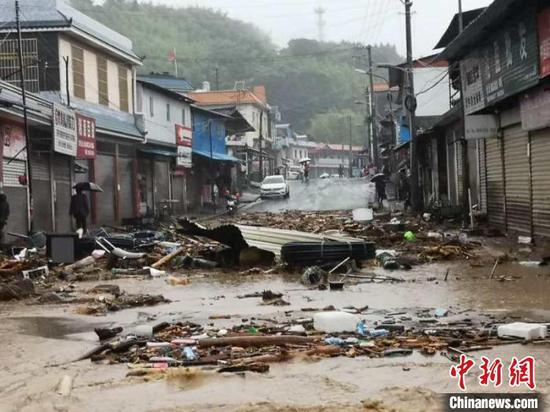图为洪涝过后,一片狼藉。中共德宏州委宣传部供图