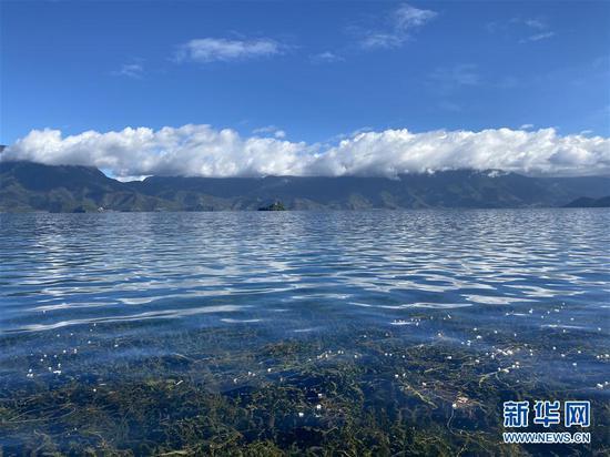 这是9月27日拍摄的云南省丽江市泸沽湖秋日景色。 新华社记者 安晓萌 摄