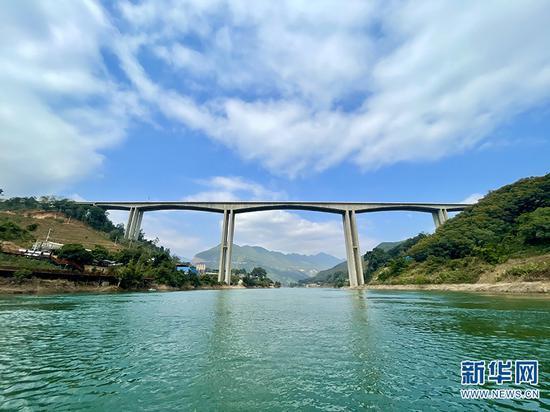 澜沧江(昔归)特大桥。 新华网 刘妍琳 摄