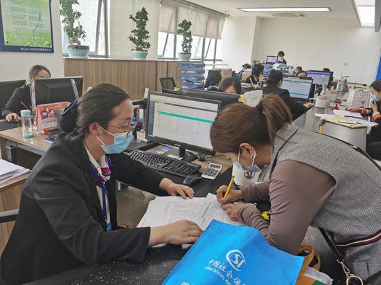 西山區社會保險局做好4月底即將出臺的 提高養老金政策落實準