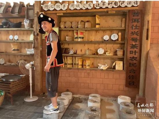普洱茶制作手工技艺——用石制模具压紧成型