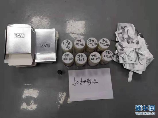 4月29日,警方查获的藏匿于面膜包装内的冰毒。(云南西双版纳边境管理支队供图)